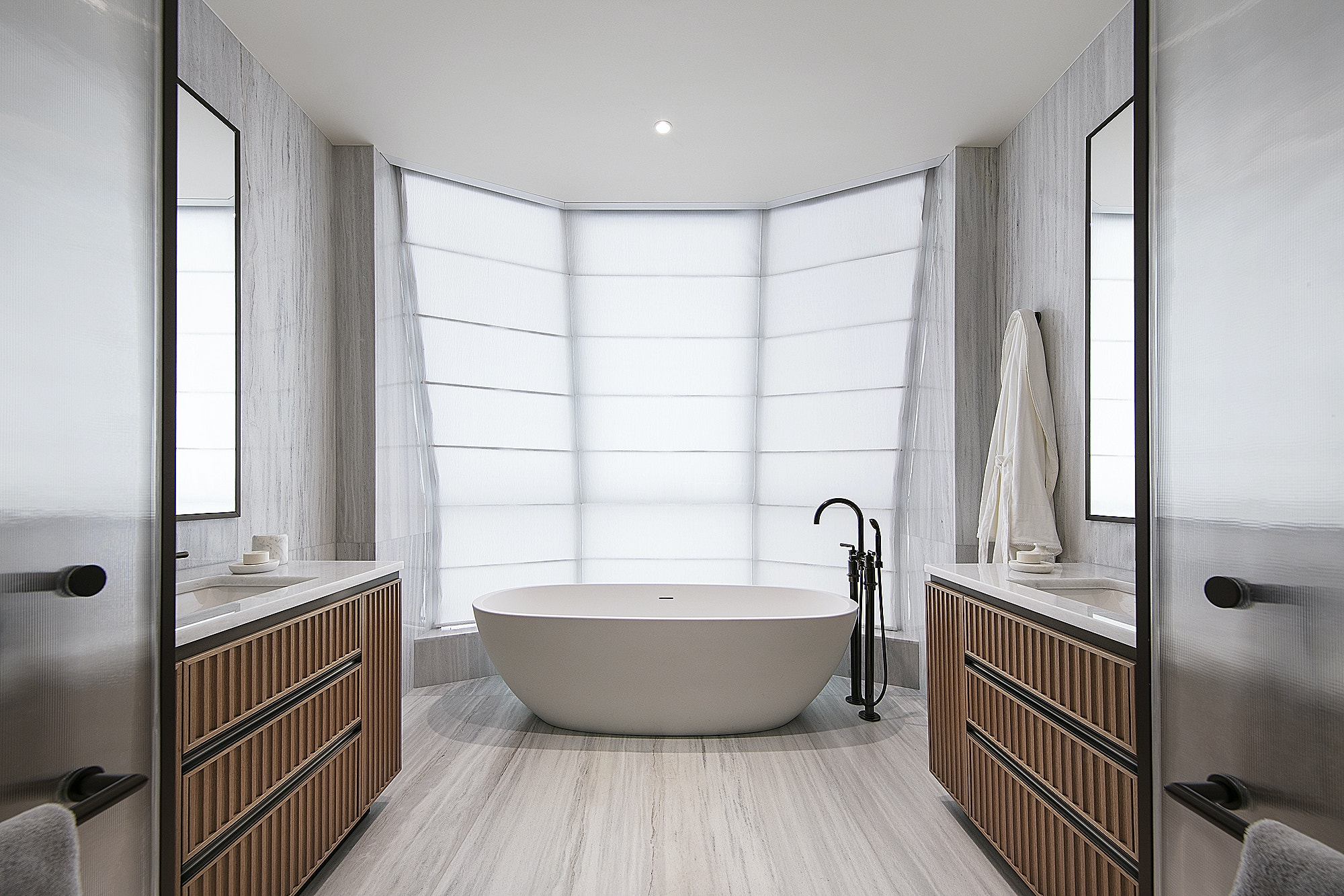 lantern-house-related-sales-suite-master-bathroom