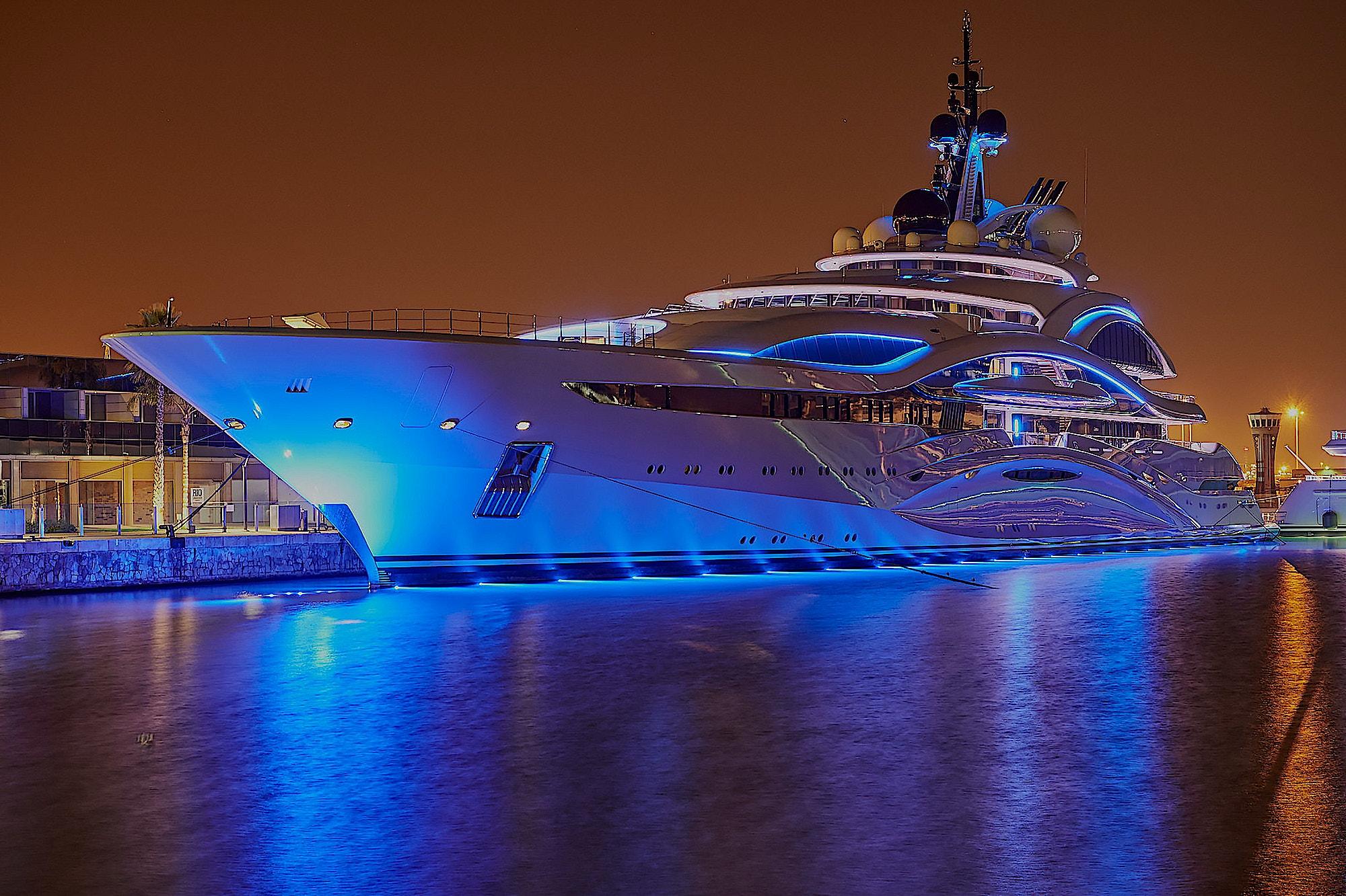 al-lusail-exterior-yacht-design