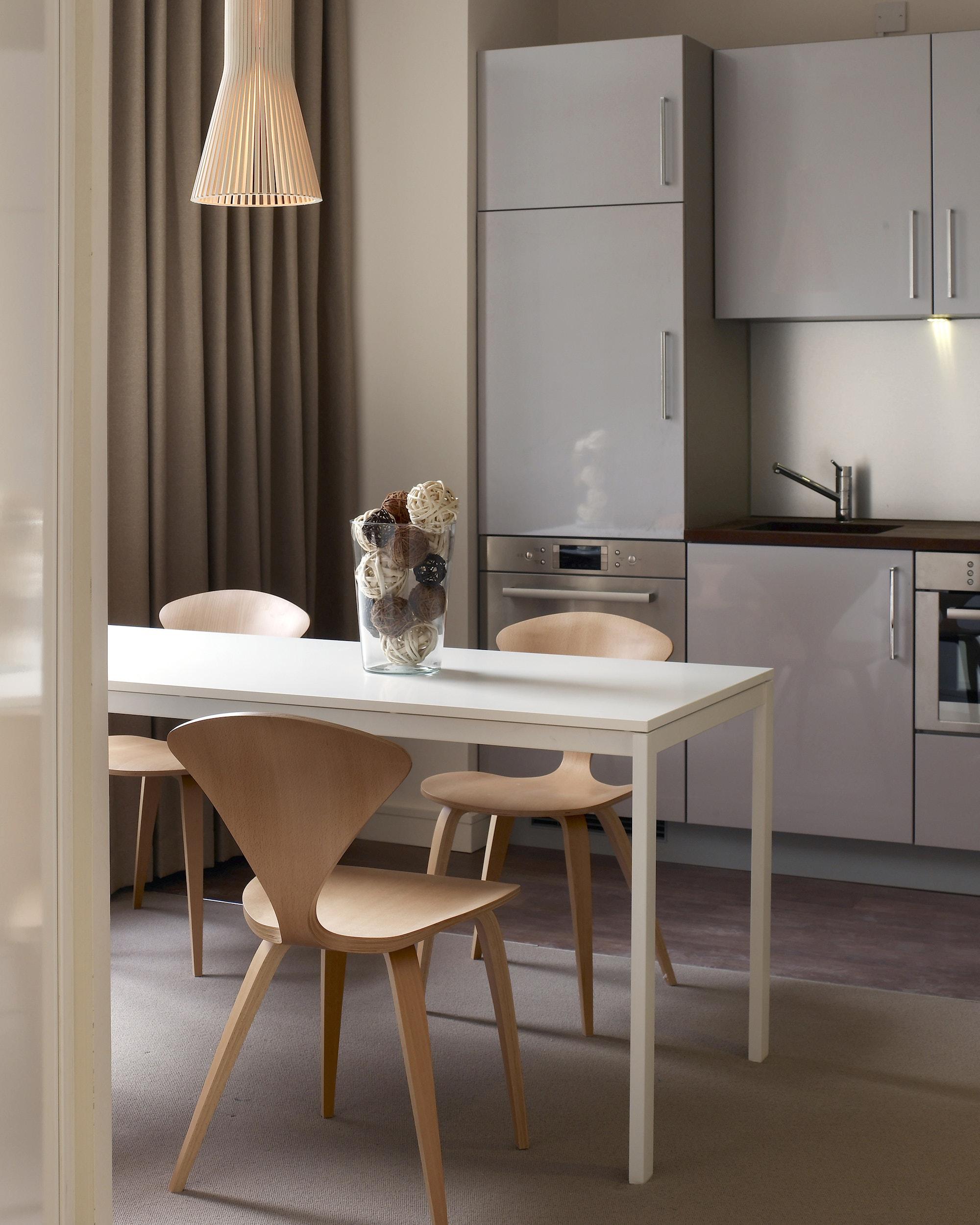 sussex-gardens-london-march-white-kitchen